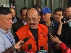 DITAHAN: Fredrich Yunadi, mantan pengacara Setya Novanto resmi ditahan KPK, Jumat (12/1) tengah malam. Atas penangkapan dan penahanannya itu Fedrich memprotes KPK.