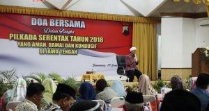 PILKADA DAMAI:KH Abdullah Gymnastiar atau A'a Gym saat memberikan ceramah dalam acara doa bersama di Mapolda Jateng, Jumat (19/1).