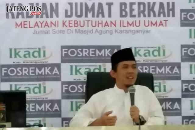 DICERAI: Wakil Bupati Karanganyar Rohadi Widodo saat memeberikan tausiah di Masjid Agung Karanganyar