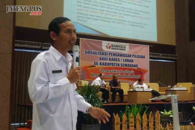 SOSIALISASI: Ketua Bawaslu Kabupaten Semarang, Agus Riyanto melakukan sosialisasi agar kepala desa dan lurah bersikap netral saat Pilgub Jateng 2018.