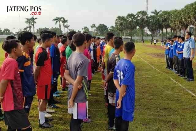SELEKSI : Tiga pesepakbola Pati berhasil lolos seleksi awal PSIS U-19 dan maju ke babak selanjutnya.