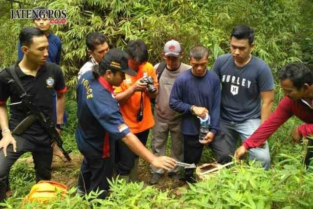 Foto: DUA LOKASI: TKP pencurian kayu di Hutan Negara Kecamatan Giriwoyo