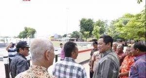 WISATA : Walikota Semarang Hendrar Prihadi mengecek taman Citra Satwa Jalan Unta Raya yang dibangun untuk menambah ruang terbuka hijau.