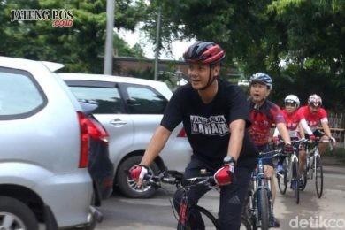 JALANI TES KESEHATAN: Calon Gubernur Sudirman Said memberi keterangan sebelum jalani tes kesehatan, dan Calon Gubernur Ganjar Pranowo datang naik sepeda.