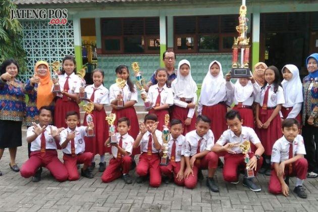 Juara umum I Pi dan juara umum II Pa dalam LT II Kwarran 01 Gayamsari Semarang.