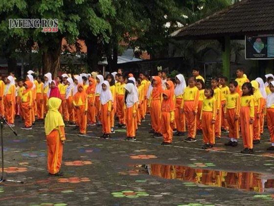 PERCAYA DIRI: Rasa percaya diri siswa kls 2 SDN Pleburan 04 memimpin apel pagi. Salam anak hebat.