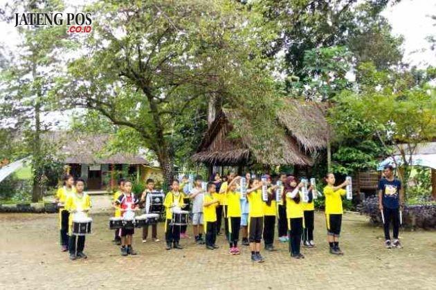 ESKUL PRESTASI: SDN Jatirejo Gunungpati, Sabtu Tanggal 27 Januari 2018 mengisi Kegiatan Ekskul dengan berlatih ketahanan, kedisiplinan, dan kecepatan untuk meraih prestasi dalam Cabang Olahraga Drum Band.