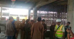 Komisi B DPRD Kota Semarang meninjau proyek pembangunan pasar Johar yang berada di kawasan Kanjengan.