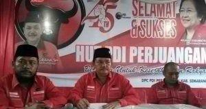 RAPAT PARTAI: Ketua DPC PDIP Kabupaten Semarang yang juga Wakil Bupati Semarang Ngesti Nugraha (tengah) saat memimpin rapat bersama pengurus PAC di kantor DPC DPIP, Bawen, belum lama ini.