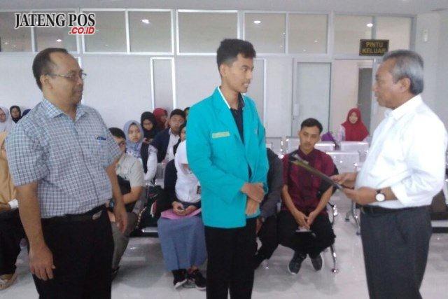 Rektor UMS Sofyan Anif resmi membuka PMB online one days service.