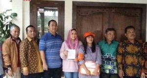 COKLIT : KPU Jateng oada hari pertama pencocokan dan penelitian (coklit) data pemilih DPT Pilgub menyambangi kediaman Walikota Semarang Hendrar Prihadi. FOTO : AMBAR ADI WINARSO / JATENG POS
