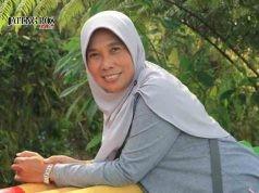 Dra Asna Isnuari Guru SMP Negeri 1 Penawangan Kabupaten Grobongan