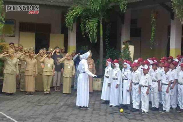PPK PAGI: Penguatan Pendidikan Karakter (PPK) oleh SD Lamper Kidul 01 dalam bentuk penegakan disiplin upapacara. Selamat dan sukses.