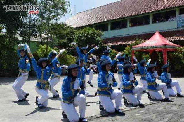 """ANAK PASKIBRA: Paskibra SMPN 28 Semarang Kec.Tugu Kota Semarang """"Dipuji tidak terbang, dihina tidak tumbang."""""""