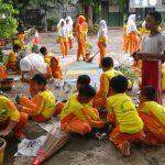 PEDULI LINGKUNGAN:Kegiatan pendidikan karakter mampu menumbuhkan rasa peduli siswa SDN Pleburan 04 untuk mencintai lingkungan sekolahnya.