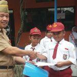 PIAGAM TAEKWONDO: Penyerahan piagam penghargaan kejuaraan sepak bola LIPIO ananda Damar SD SAMBIREJO 01 GAYAMSARI dan Ananda Alim juara I Taekwindo tingkat kota Semarang.