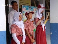 APEL PAGI: Setiap pagi siswa dilatih memimpin doa Asmaul Husna agar jadi pemberani di depan orang.