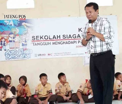 KUNJUNGAN: Kunjungan dari Bapak Sapto dari Dinas Pendidikan Kota Semarang beserta PMI dalam rangka sekolah Siaga Bencana di SD N Kalipancur 02.