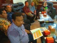 WISMA JATENG: Komisi C DPRD Jateng saat berkunjung ke Kantor Badan Penghubung Jateng di Jalan Samarinda Jakarta, Selasa (20/3). (dok humas DPRD Jateng)