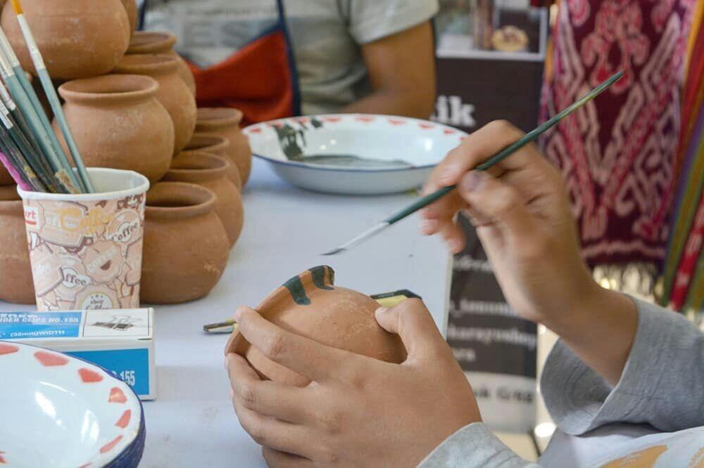 Oei Hong Ajak Tertawa dalam Pembukaan Youth Art Fair ...