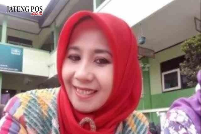 Maria Elita, S.Pt Guru MTs Ma'arif Kertek Wonosobo