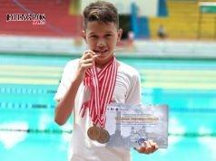 BERPRESTASI: Arselo Hibatullah, tunjukkan berbagai medali juara renang