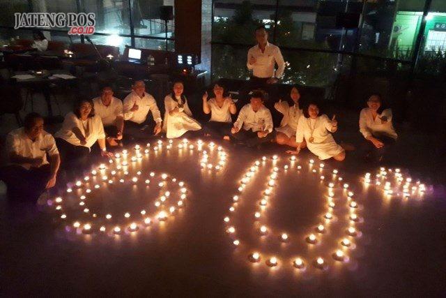 EARTH HOUR : Aston Inn Pandanaran Hotel ikut berpartisipasi dalam serangkain kegiatan earth hour dalam rangka kampanye keselamatan bumi. Foto : DWI SAMBODO/JATENG POS.