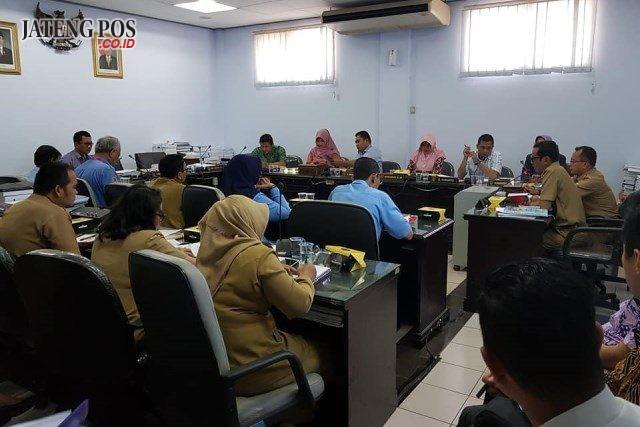 DIBAHAS : BPP DPRD Kota Semarang ketika menggelar rapat terkait Raperda KPBU SPAM Semarang Barat yang diajukan oleh pemkot.