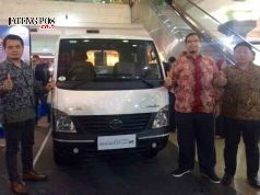 PICK UP BARU - Tata Motors memperkenalkan varian pick up baru 'Super Ace HT', di Java Mall Semarang, Sabtu (10/3) malam. FOTO : ANING KARINDRA/JATENG POS