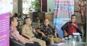 PRIME TOPIC: Anggota Komisi D DPRD Jateng Much Ichwan (kiri) saat menjadi pembicara dalam 'Dialog bersama Parlemen: Mudik, Jalan Layak & Lancar' di Hotel Quest Kota Semarang, Senin (14/5/2018). (foto:dok humas DPRD Jateng)