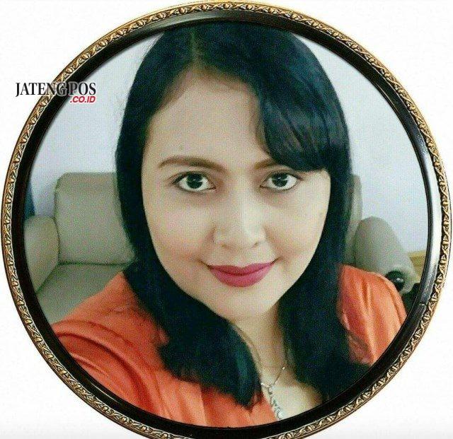 Mariya Oktaviana Kisnawati, S.Pd Guru Bahasa Inggris SMA N 1 Kendal