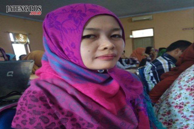 Nani Widayati,S.Pd Guru SMP Negeri 3 Jatisrono