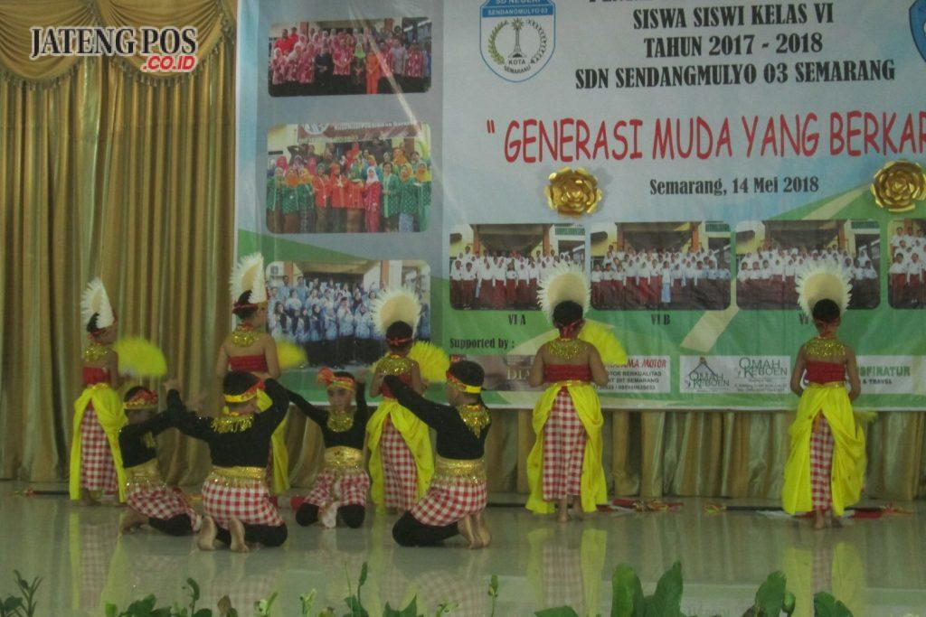 ATRAKTIF : Penampilan siswa-siswi SDN Sendangmulyo 03 Kecamatan Tembalang menjadi salah satu wahana yang menghibur masyarakat.