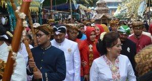 DUGDERAN : Ketua DPRD Kota Semarang H. Supriyadi bersama wakil ketua dewan H Agung Budi Margono, mengikuti prosesi dugderan di halaman Masjid Kauman Johar Semarang.