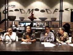 KESIAPAN RAMADHAN - Yanuar Budi Hartanto, GM Pertamina MOR IV Jateng-DIY, menjelaskan kesiapan Pertamina jelang Ranadhan dan Lebaran di Jateng-DIY, kemarin. FOTO : ANING KARINDRA/JATENG POS