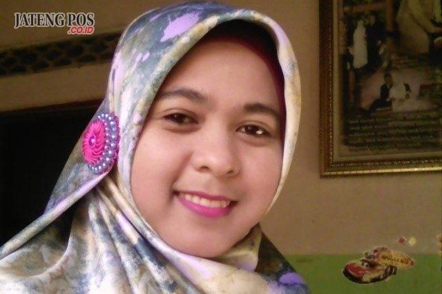 Siti Nur Baiti, S.Pd SMA Negeri 1 Karanganom Klaten Jawa Tengah.