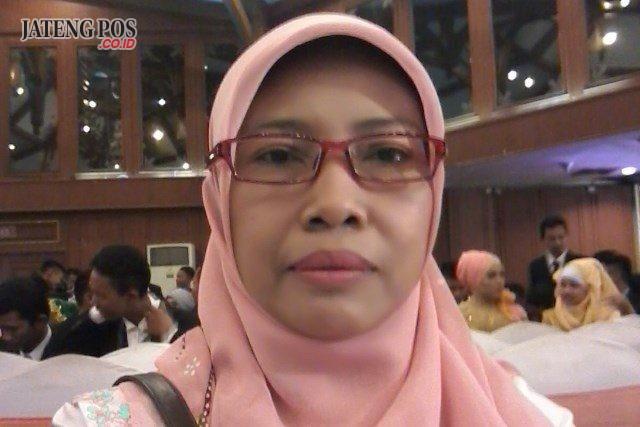 Af'idatin, S.Pd Guru SMK Negeri 10 Semarang