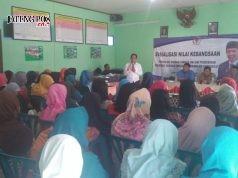 Nilai Kebangsaan : Anggota DPR/MPR RI Drs.H. Fadholi saat mensosialisasikan nilai-nilai kebangsaan kepada kaum ibu. ( foto : dekan bawono/ jateng pos).