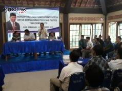 Konsisten : Anggota DPR/MPR RI saat sosialisasi di hadapan aparat desa terkait Pemilu yang demokratis. ( foto : dekan bawono/ jateng pos).