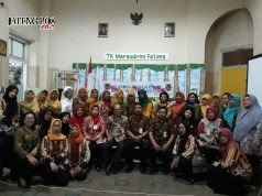SEMANGAT LOMBA: Tim Gugus Wijaya Kusuma, Kepala UPTD Semut dan tim juri lomba gugus foto bersama usai penilaian.