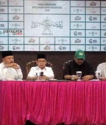 Gus Rozin, Habib Soleh dan panitia Apel Akbar Santri Nusantara saat jumpa pers di Kusuma Sahid Hotel Solo. Foto : ade ujianingsih/jatengpos