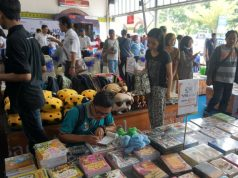 BOOK FAIR KAI : PT KAI Daop 4 Semarang menggelar event Book Fair on Station, Peluncuran Komik Si Loko dan Pengumpulan Donasi Buku, Rabu (14/11), di Stasiun Semarang Tawang. FOTO : PRASETYO/JATENG POS