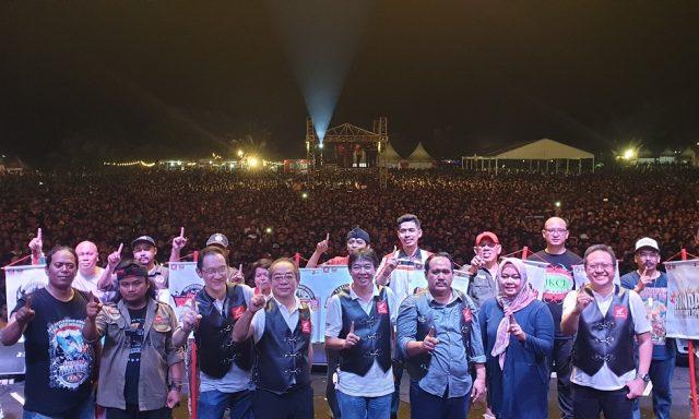 Hmda Bikers Day (HBD) 2018 : Jajaran management AHM beserta Bupati Pangandaran Jeje Wiradinata membuka malam puncak Honda Bikers Day 2018 di lapangan Ketapang Doyong, Pangandaran, Jawa Barat (17/10).