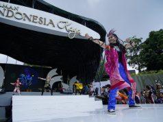 """TARI KREASI : Salah satu penari tengah beraksi dalam event """" Indonesia Menari 2018 """" di Taman Indonesia Kaya Semarang. Foto : DWI SAMBODO/JATENG POS."""