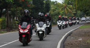 "PCX LUXURIOS TRIP : PCX Luxurios Trip ""The Inspiring Journey"" diikuti oleh 8 bikers pecinta Honda PCX menyusuri jarak tempuh 1400KM melewati 4 pulau dengan rute Flores - Lombok dan Bali."