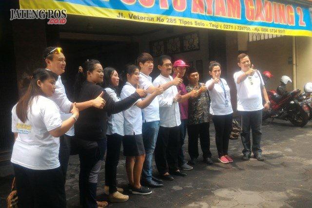 Caleg DPR RI Partai Perindo, Henry Indraguna berpose bersama tokoh dan Tim Pemenangan.Caleg DPR RI Partai Perindo, Henry Indraguna berpose bersama tokoh dan Tim Pemenangan.