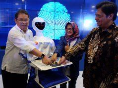 XL IOT LAB : (ki-ka) Menteri Komunikasi dan Informatika RI, Rudiantara, Presiden Direktur XL Axiata, Dian Siswarini dan Menteri Perindustrian RI, Airlangga Hartarto dalam acara peresmian Laboratorium IoT XL Axiata bernama X-Camp di Jakarta. Selasa (13/11). FOTO : IST/ANING KARINDRA/JATENG POS