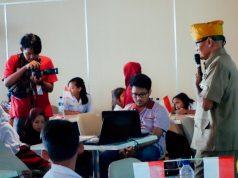 KISAH PEJUANG : Anak-anak tengah mendengarkan cerita kisah pejuang dalam mempertahankan perjuangan. Foto : DOK/JATENG POS.