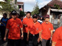 Jalan sehat keluarga besar SMAN 6 Surakarta terdiri dari siswa, guru, karyawan dan alumni. Kegiatan jalan sehat salah satu dari rangkaian peringatan HUT ke 43 SMAN 6 Surakarta.