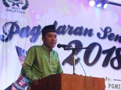 KULIAH UMUM : MS Viktor Purhanudin Dosen IAIN Salatiga saat memberi kuliah umum bertajuk titik temu seni dan psikologi di auditorium kampus 1 IAIN Salatiga. ( foto : dekan bawono/ jateng pos).